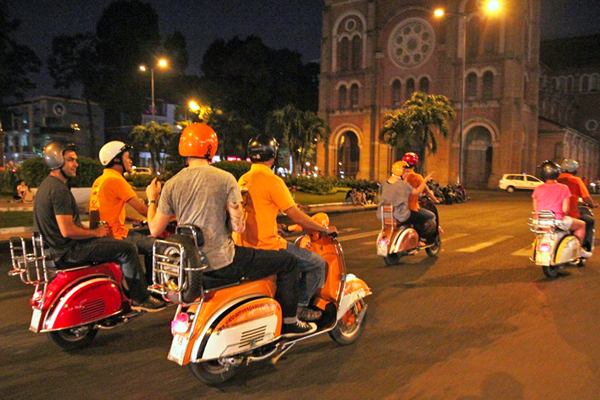 Saigon vespa tour after dark