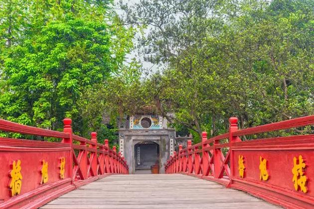hoan kiem lake hanoi vietnam laos itinerary 10 days