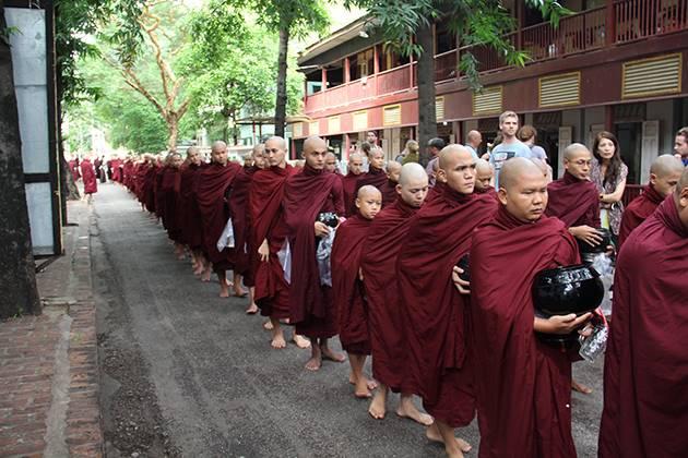 monks at Mahagandaryon Monastery