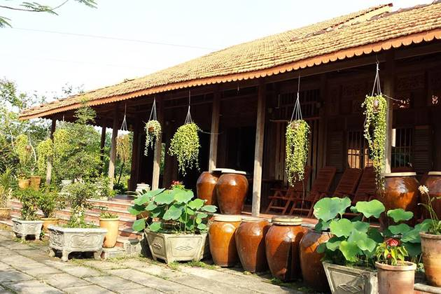 stay at local homestay in mekong delta