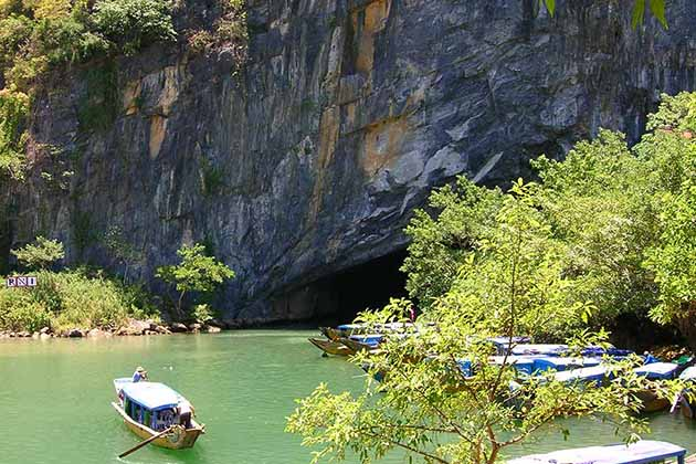 Start exploring enormous caves in Phong Nha - Ke Bang National Park