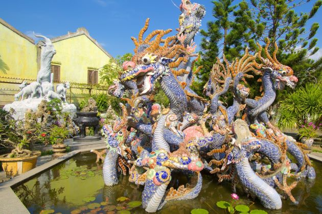 dragon statue at Cantonese congregation in hoi an