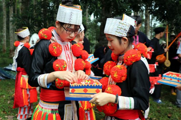 traditional dress of dao ethnic group