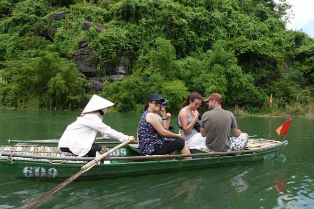 Boat trip along the breathtaking scenery of Trang An