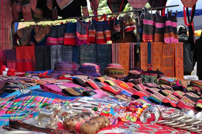 Brocade and silk on a shop, Cao Son Market