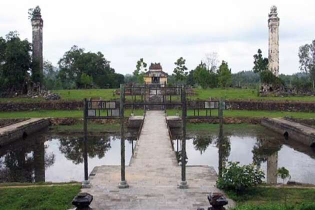 Entrance way to the main palace of Thieu Tri Tomb