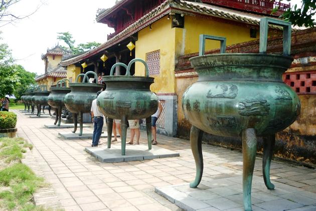 Nine Dynastic Urns, To Mieu Complex