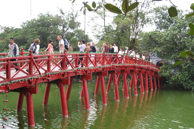 The Huc Bridge hoan kiem lake