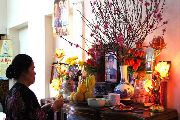 Vietnamese People Worship their Ancestor