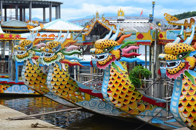 dragon boat on perfume river