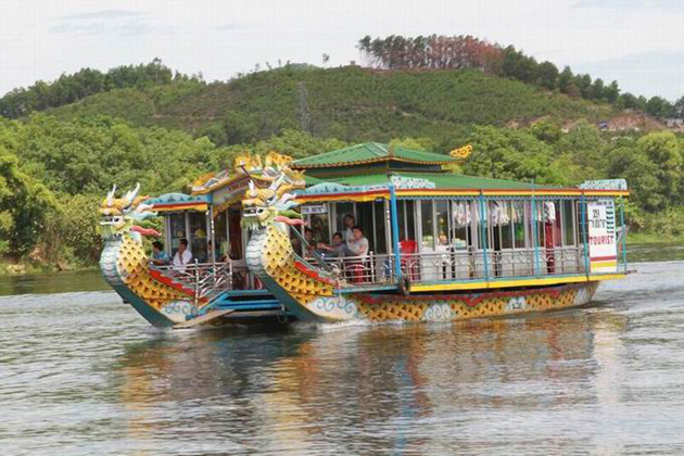 dragon boat thien mu pagoda