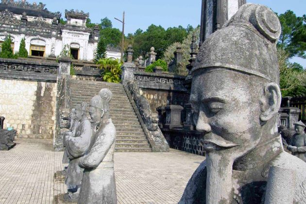 mandarin statues outside khai dinh tomb