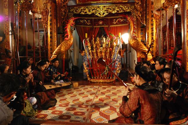 nha nhac vietnamese court music in traditional house hue