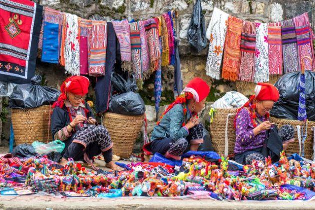 sapa love market in lao cai