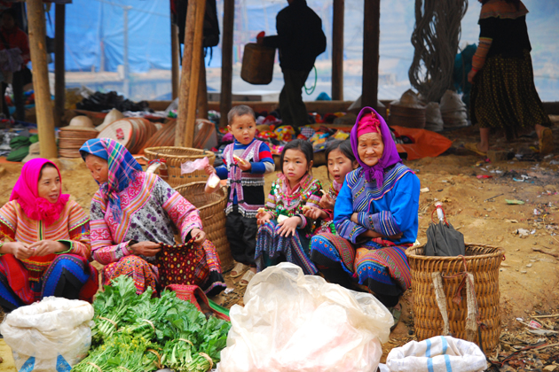 Three generation of a Hmong family in Can Cau Market