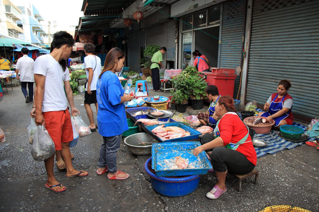 Chao Phrom Market thailand and cambodia tour in 12 days