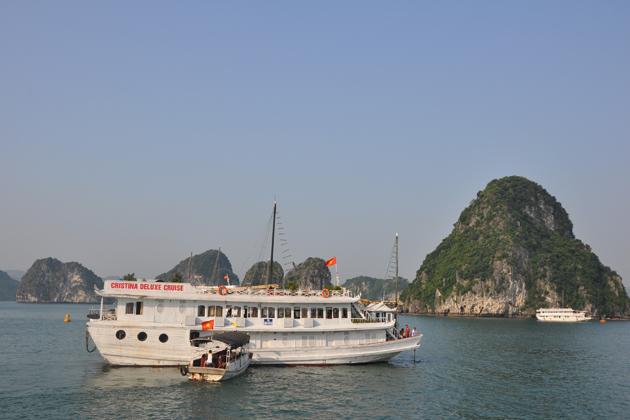 Cruise along the World Heritage - Halong Bay