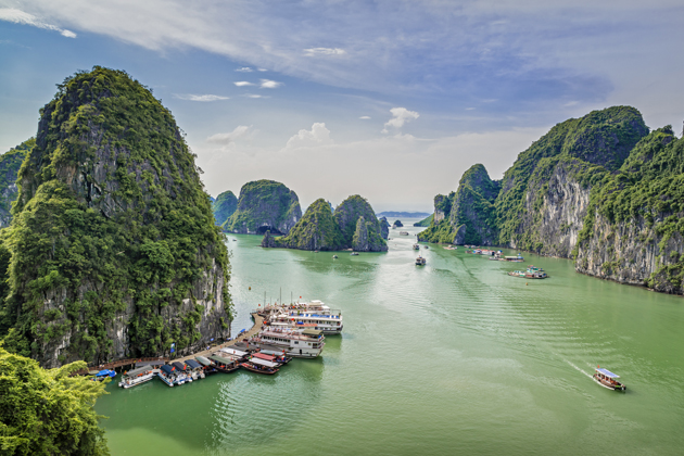 Things to do in Vietnam - Majestic Halong Bay