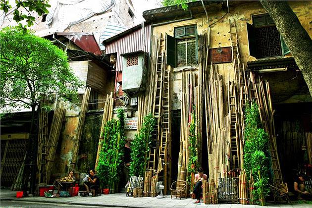 hang tre street hanoi old quarter vietnam vacation