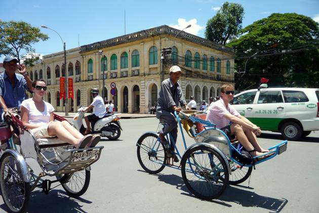 join in cyclo tour around the old quarters of Hanoi