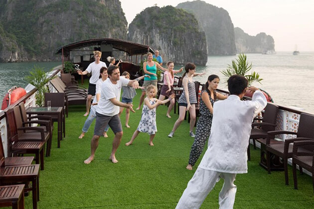 join tai chi lesson in halong bay