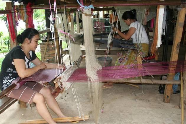 local weaving laos vietnam cambodia tour in 16 days