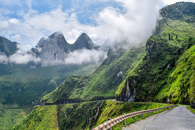 magnificent path in ha giang