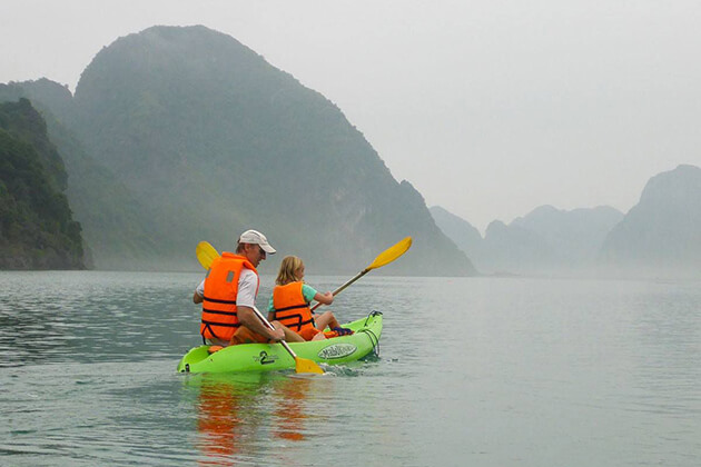 wonderful kayaking in halong bay