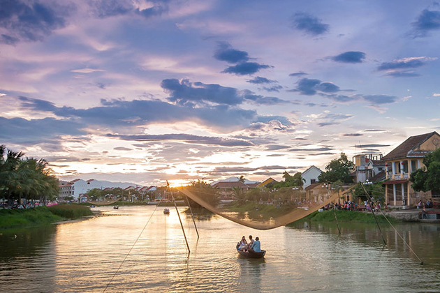 Boat trip in Thu Bon river to see the scenic sunset