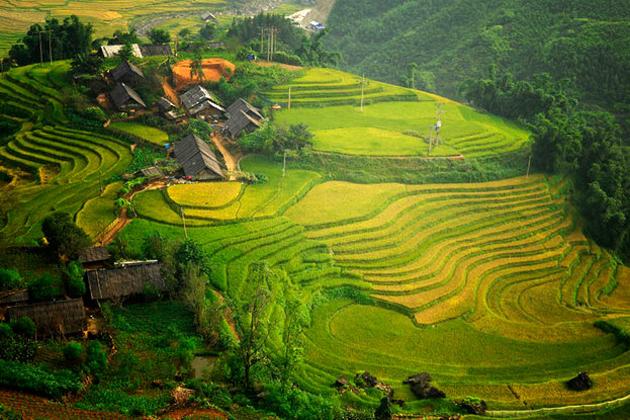 Panoramic-view-of-Ta-Van-Village