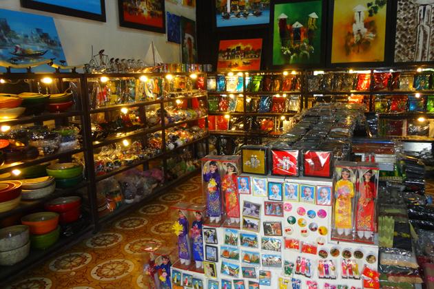Phuoc Thinh Souvenir Shop in Hoi An