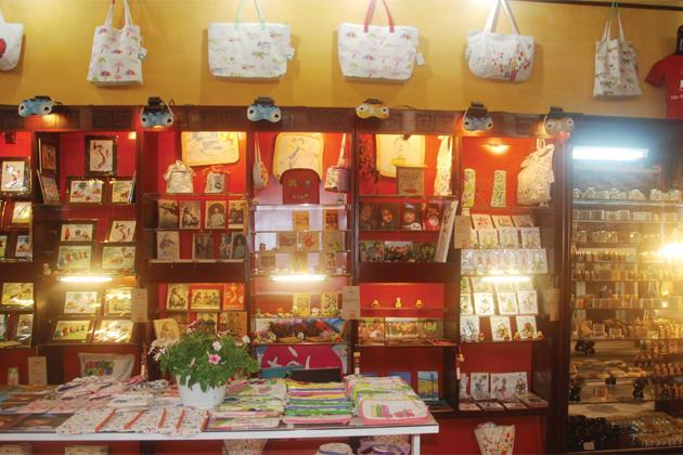 Viet Made Souvenir Shop in Hoi An