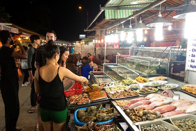 Dinh Cau Phu Quoc Night Market