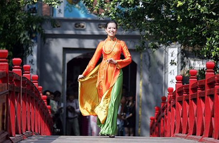 Vietnamese Traditional Costumes