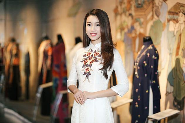 Vietnamese woman in ao dai