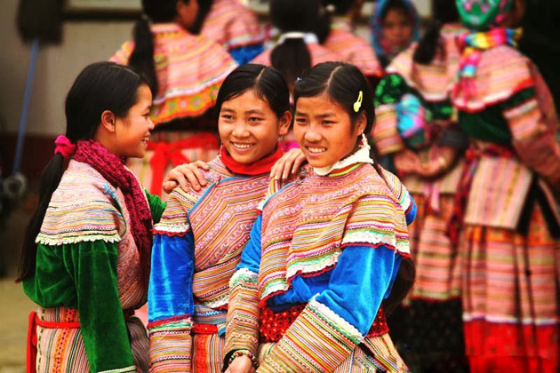 vietnam traditional clothes of hmong ethnic group