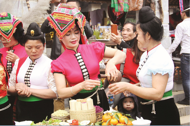 vietnamese traditional costumes of thai ethnic group