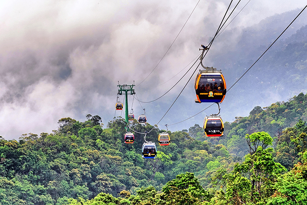 more and more travelers using Fansipan cable car