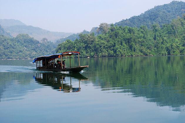 boat trip at ba be lake
