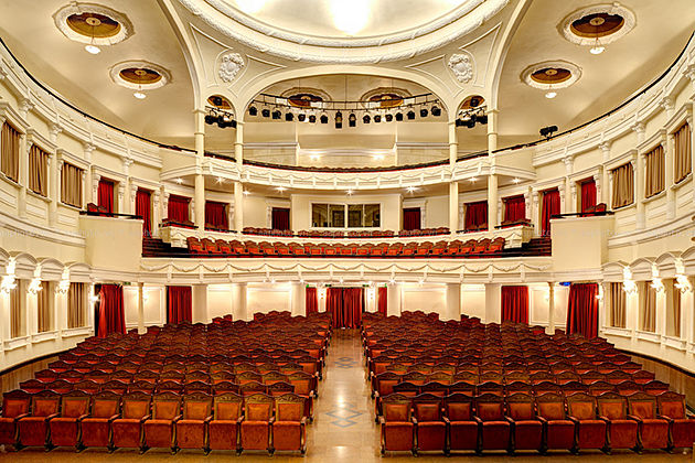 saigon opera house 17 day vietnam trip_opt