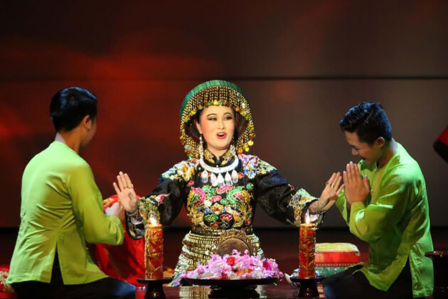enjoy tu phu show with your kids in vietnam