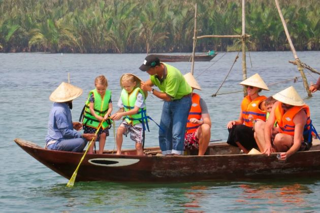 the family experiences fishing tour in hoi an
