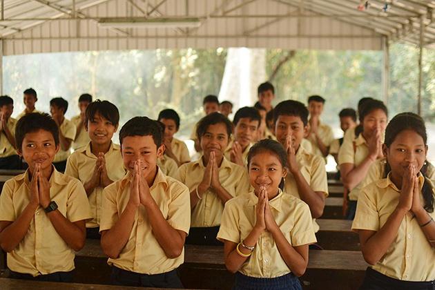 Cambodia greeting - Children showing sampeah