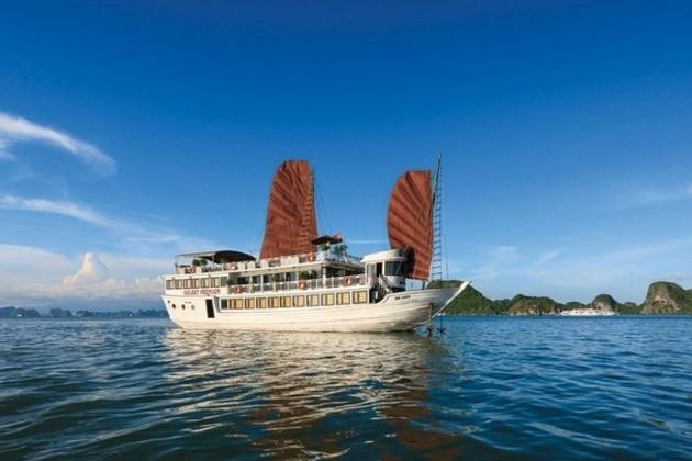 Cruise in Halong Bay