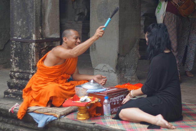 Etiquette when temples and chatting with monks