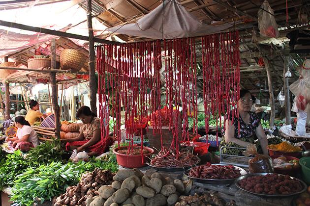 Nyaung Oo local market