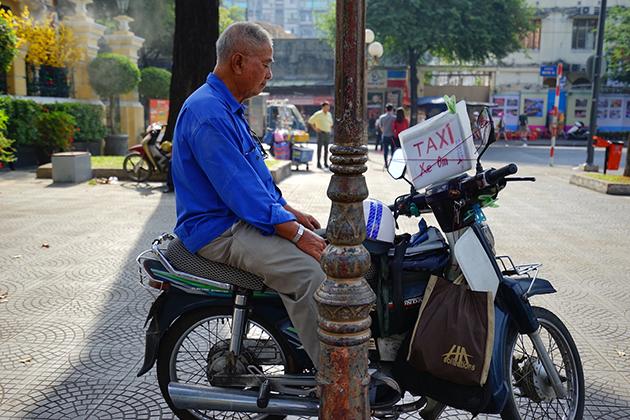 Vietnam xe om motorbike taxi