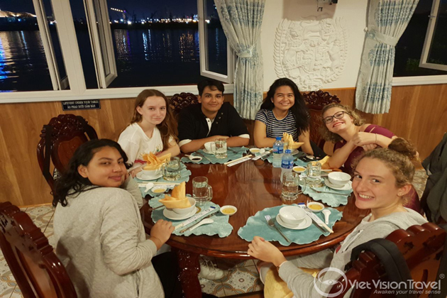 dinner cruise at ho chi minh city vietnam study tour