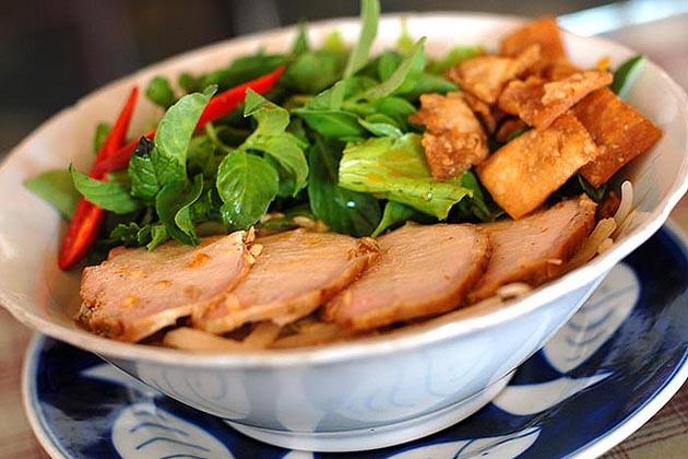 Cao Lau - Hoi An street food