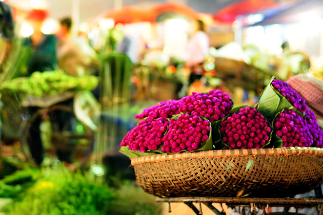 Quang Ba Night Flower Market